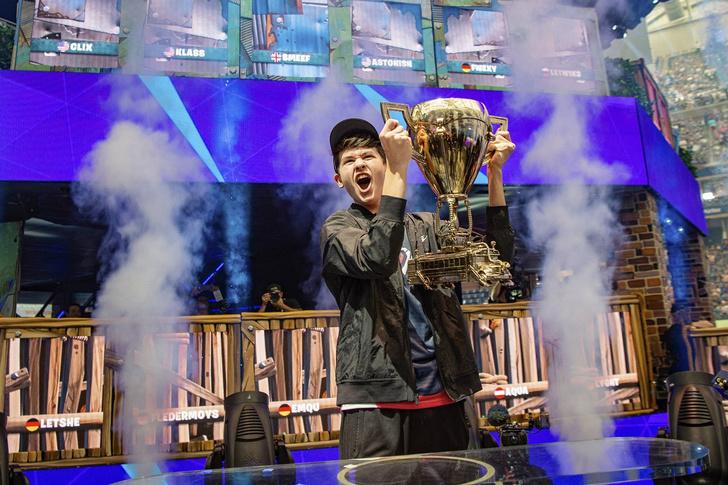 Фото №1 - 16-летний подросток выиграл 3 миллиона долларов на чемпионате по Fortnite