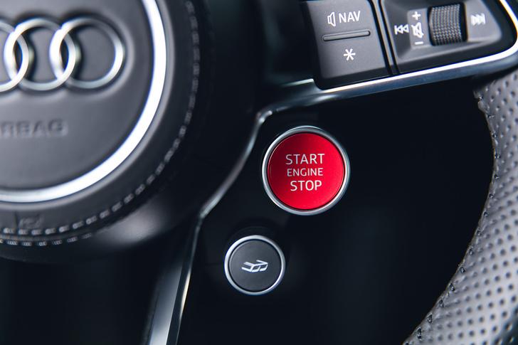 Фото №10 - Главный суперкар Баварии обновили. Мы об Audi R8, если что
