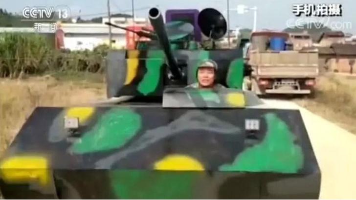 Фото №1 - Китаец построил танк, а его лишили прав