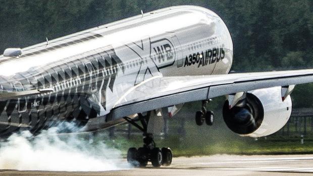 Фото №1 - Безумный взлет пассажирского лайнера (ВИДЕО)