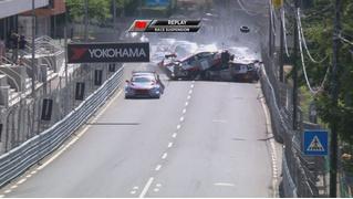 На гран-при Португалии на первом круге разбились вообще все машины (ВИДЕО)