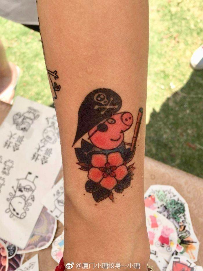 Фото №3 - В Китае запретили «Свинку Пеппу», потому что она стала неофициальным символом гангстеров