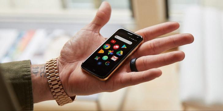 Фото №1 - Компания Palm воскресла и выпустила миниатюрный смартфон