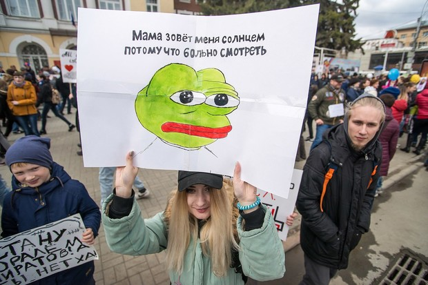 Фото №26 - Запрещена в России: плакаты первомайской Монстрации — 2017