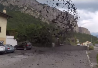 На курортный город в Швейцарии обрушился мощный селевой поток (видео)