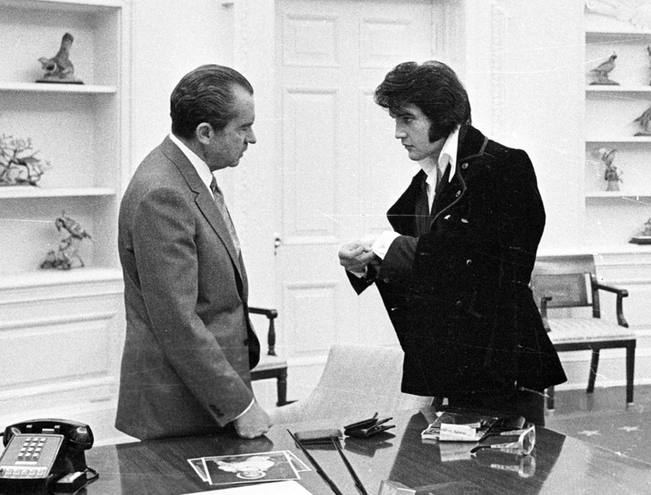 Фото №2 - 6 самых неловких встреч президентов с рок-музыкантами