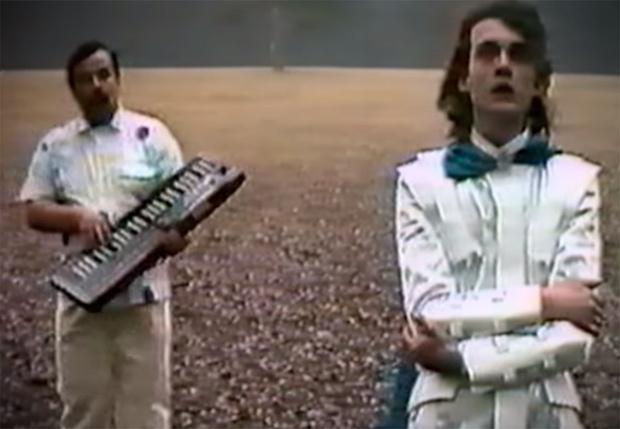 Фото №1 - Группа «Альянс» восстановила и показала первый клип к песне «На заре» (ностальгическое видео)