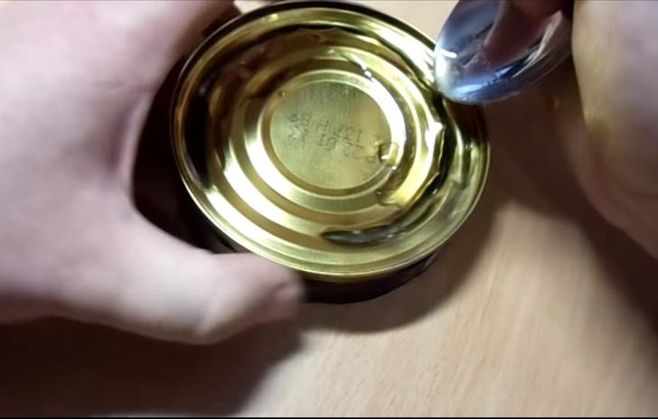 Фото №6 - Как открыть консервы без открывашки: 2 проверенных способа (видео)