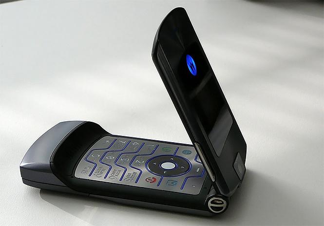 Фото №2 - К нам возвращается культовый мобильник Motorola Razr под именем Motorola Razr XT2000-1