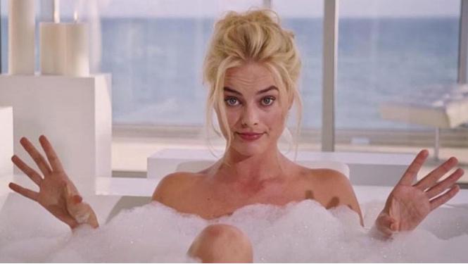 Марго Робби в ванной