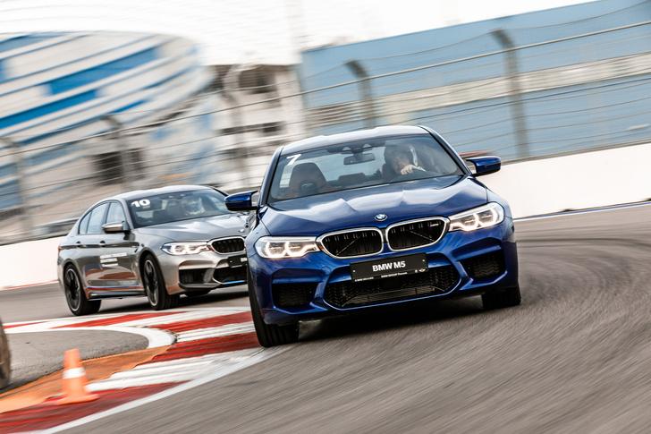 Фото №3 - Тест BMW M5, машины по превращению резины в дым