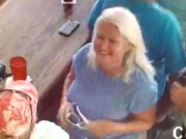 Фото №1 - Американская пенсионерка убила мужа, нашла в другом штате своего двойника, убила ее тоже, похитила документы и пустилась в бега