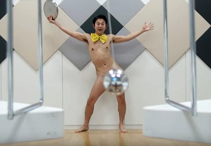 Фото №1 - Дикое видео! Японец пляшет, прикрывая причинное место шаром. Развидеть невозможно! Перестать смотреть — тоже!