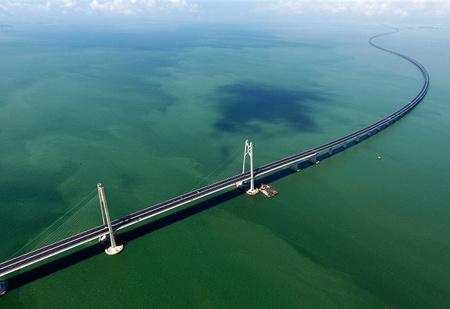 Вот как выглядит самый длинный в мире морской мост, только что открытый в Китае (видео)