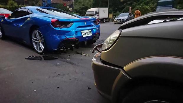 Фото №2 - Курьер прикорнул за рулем и протаранил сразу несколько «Феррари» (душераздирающие фото)