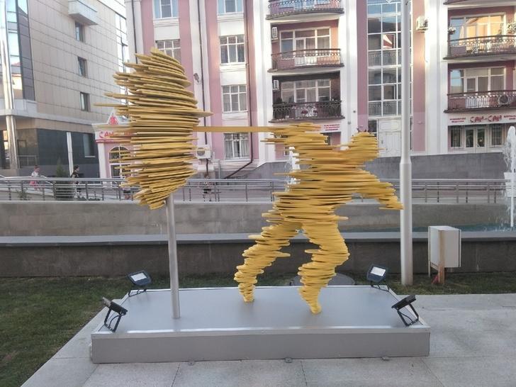 Фото №1 - В Ставрополе открыли памятник ветру, и город действительно это заслужил (фото)