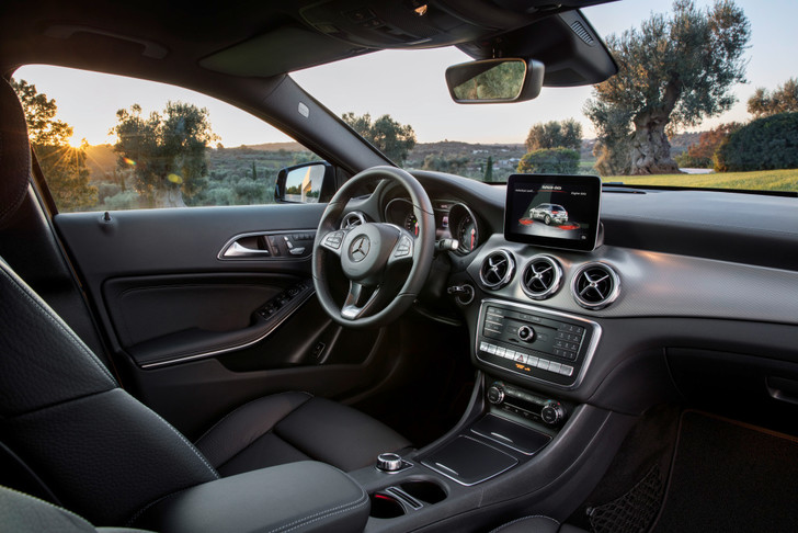 Фото №4 - Лезем на Mercedes GLA туда, куда нельзя