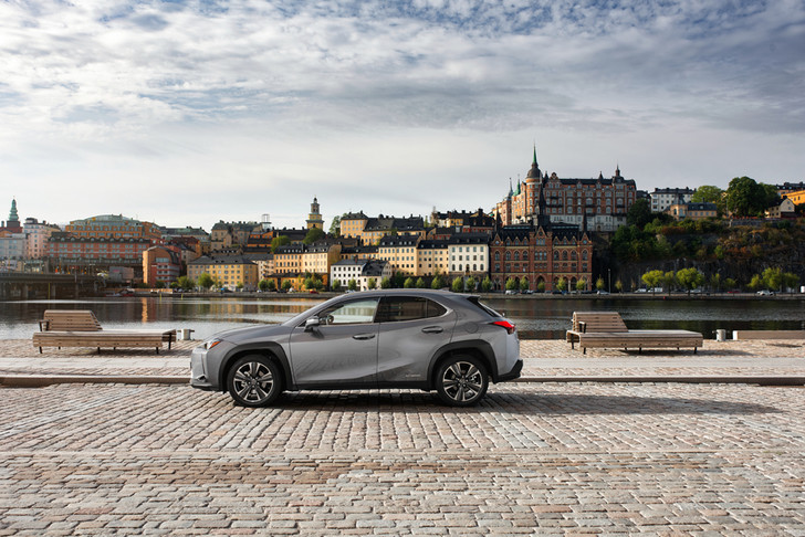 Фото №2 - Lexus UX: необыкновенный кросс