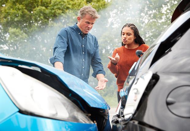 Фото №1 - Женщины чаще попадают в ДТП, зато мужчины — разбивают автомобиль в хлам: данные страховщиков