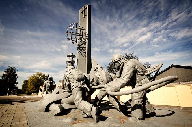 Памятник пожарным в Припяти
