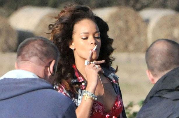Фото №15 - Красавицы и сигареты. Звезды женского пола, которых никто не заподозрил бы в курении