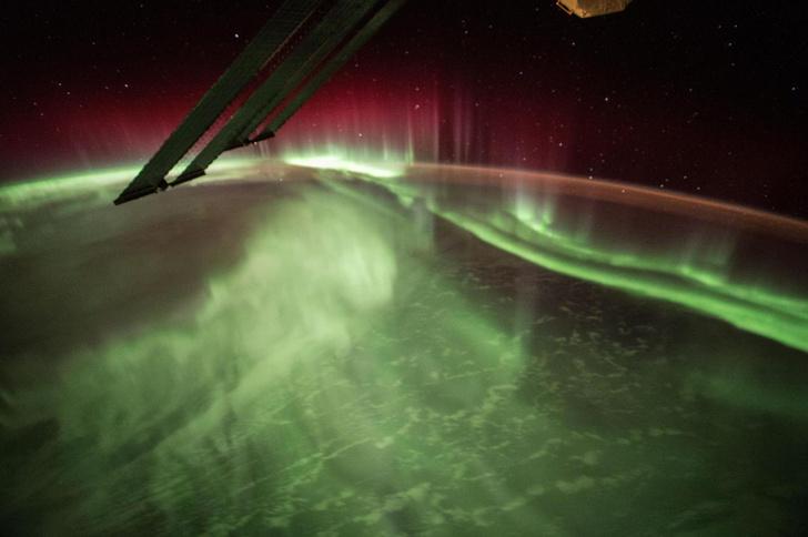 Фото №1 - Как выглядит северное сияние из космоса (галерея)