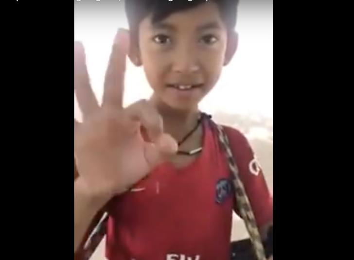 Фото №1 - Камбоджийский мальчик, продающий сувениры, говорит на 12 языках