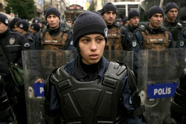 Фото №14 - Самые красивые девушки-полицейские мира