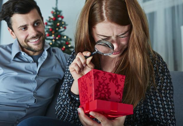 Фото №2 - Какие подарки ждет от тебя девушка на разные праздники