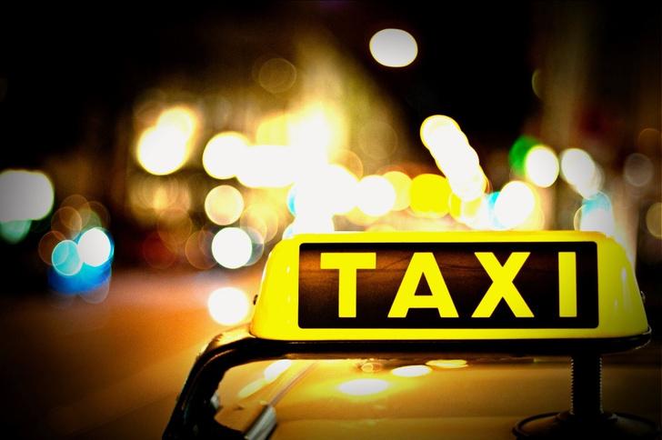 Фото №1 - Неизвестные мстители заставили хабаровского таксиста умыться зеленкой (ВИДЕО)