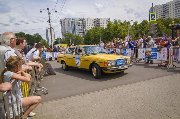 Фото №1 - Старики заводят моторы: в Москве прогремело ралли классических автомобилей