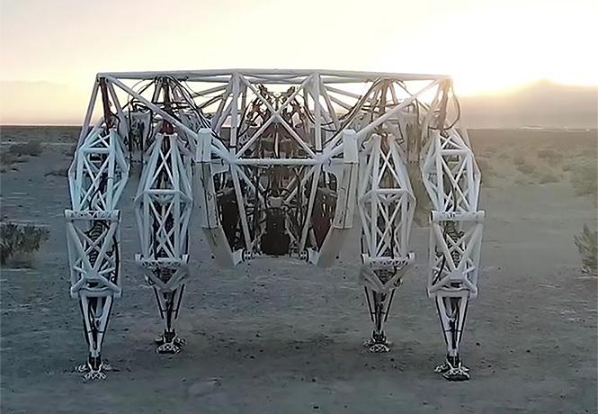 Фото №1 - Миру показан первый пятиметровый робот для скачек!