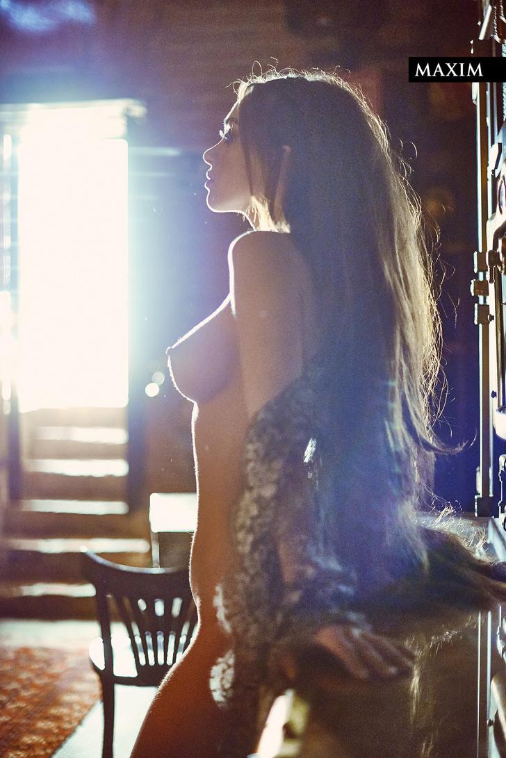 Фото №4 - Вива ля Франц! Актриса Юлия Франц из фильма «Гоголь. Вий» в магической фотосессии MAXIM
