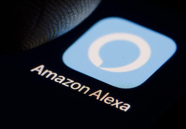 Фото №1 - Bloomberg: работники Amazon подслушивают клиентов через умные колонки и даже обмениваются особо забавными записями