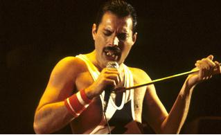 Первое фото Рами Малека в образе Фредди Меркьюри со съемок «Богемской рапсодии» (ура, похож!)