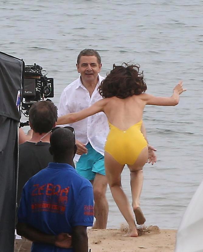 Фото №3 - Ольга Куриленко в одном купальнике изменяет Джеймсу Бонду с другим британским спецагентом на съемках «Джонни Инглиша — 3»!