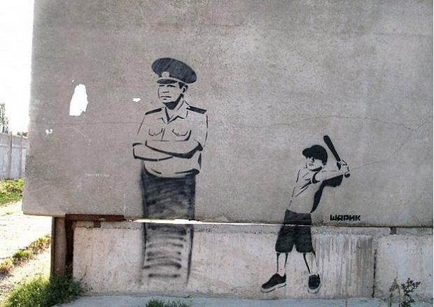 Фото №1 - Крымский Бэнкси: 22 граффити загадочного уличного художника Шарика