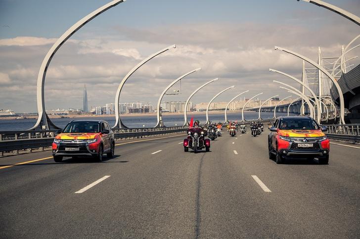 Фото №3 - Автомобили Mitsubishi возглавили мотопарад St.Petersburg Harley® Days