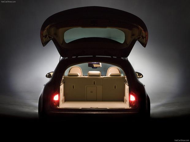 Фото №2 - Для чего у некоторых автомобилей есть фонари в багажнике?