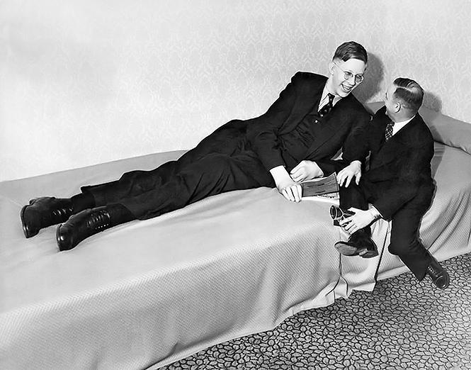 Фото №2 - Архивное видео и фото самого высокого человека XX века