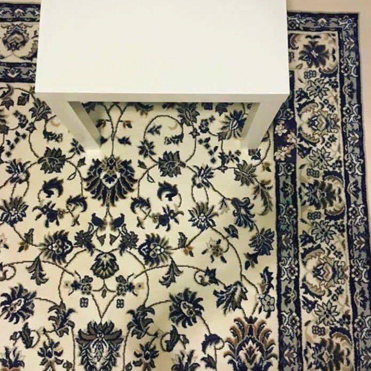 Фото №1 - Телефон на ковре. Новая оптическая иллюзия, которая сводит с ума весь Интернет!