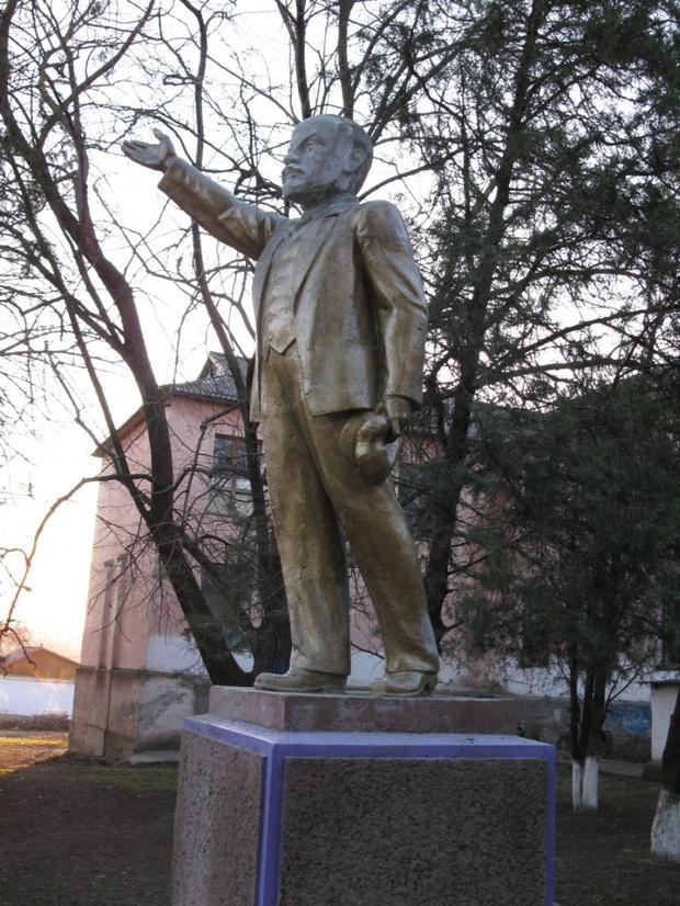 Фото №8 - Самые дурацкие памятники Ленину