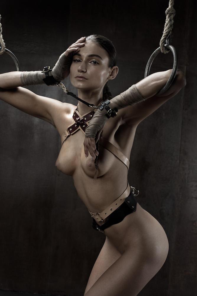 Фото №9 - Фотосессия во французском эротическом журнале, которую мы не могли оставить без внимания