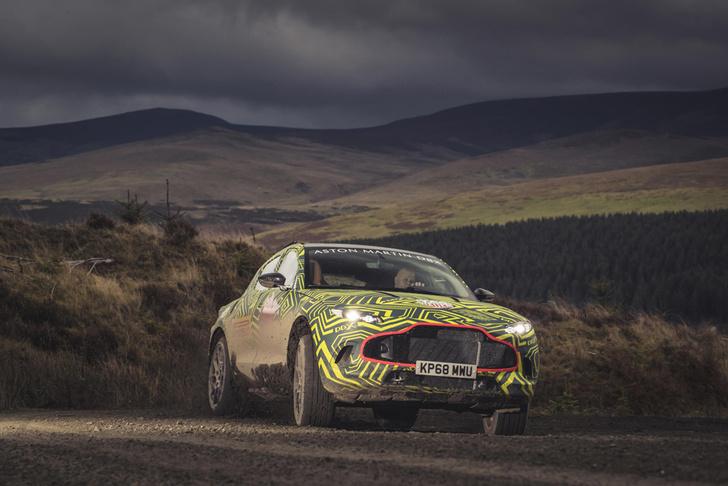 Фото №1 - Первый внедорожник Aston Martin вышел на тесты (очень быстрое и довольно грязное ВИДЕО)