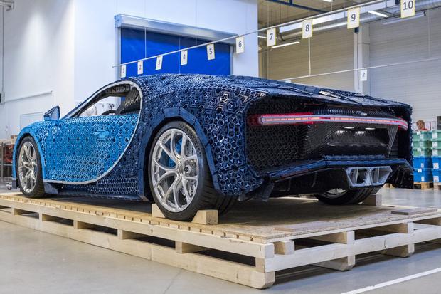 Фото №5 - Миллион деталей и десять месяцев: как собирали Bugatti Chiron из кубиков Lego