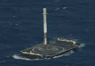 Есть посадка! SpaceX впервые посадил ракету на плавающую платформу