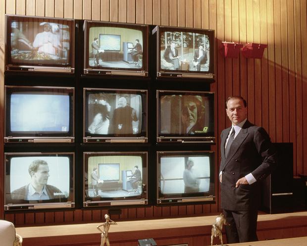 Фото №5 - Облико скандале! Берлускони: невероятные приключения итальянца в Италии