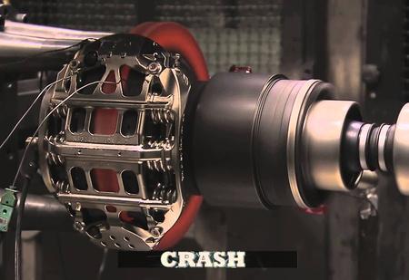 Тестирование тормозов болида Формулы-1 (видео)