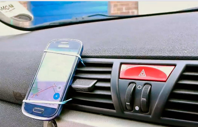 Нет автомобильного держателя для смартфона? Сделай его сам!