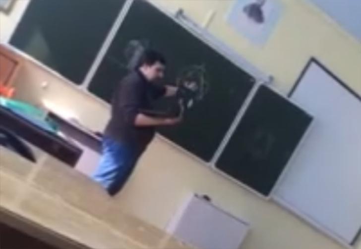 Фото №1 - На Урале сельского учителя уволили после «вызова Ктулху» на уроке